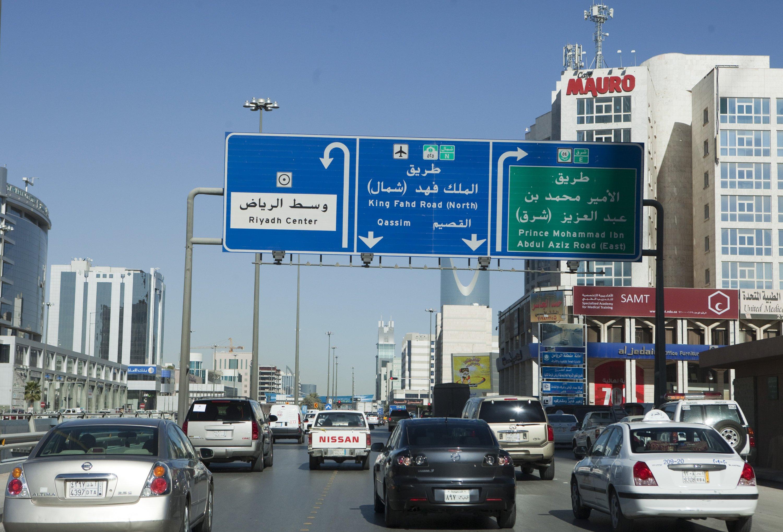 Straßenverkehr in der saudischen Hauptstadt Riad: Das Land will in den nächsten 15 Jahren 17 Kernkraftwerke bauen und auch Uran selbst fördern und aufbereiten.