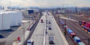 Wie Straßenbahnen: Lastwagen fahren mit Oberleitungen durch Kalifornien