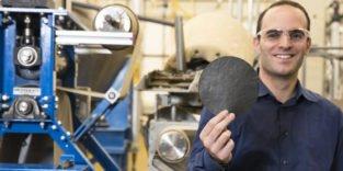 Dieses intelligente Papier soll Lecks in Rohrleitungen aufspüren