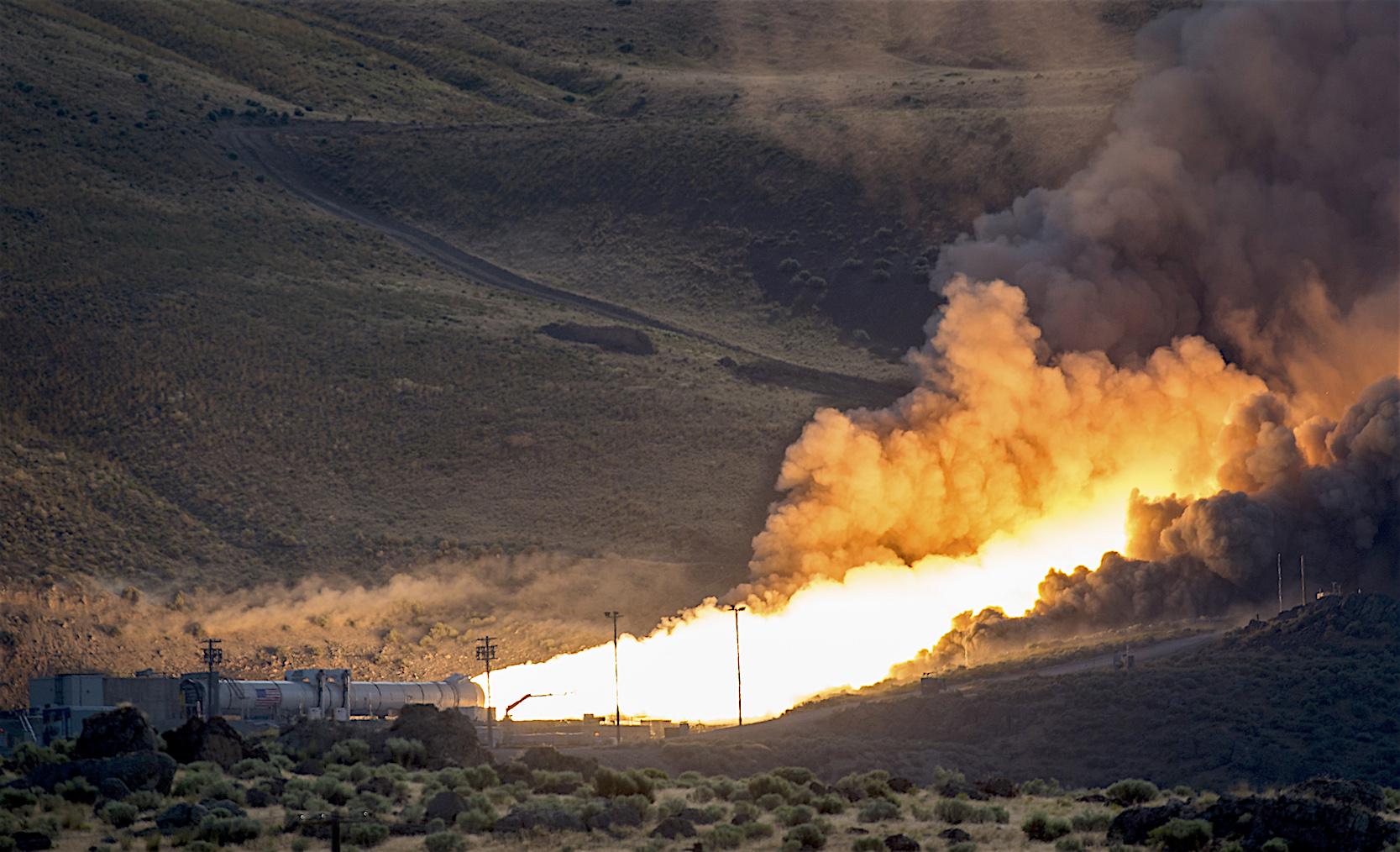 Test der Raketentriebwerke: 2016 wurden die Triebwerke der SLS-Rakete in der Wüste einem Härtetest unterzogen.