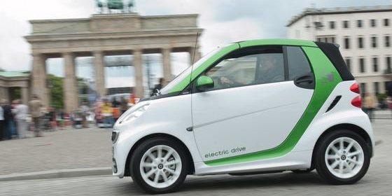 Elektroautos schonen die Umwelt, sind jedoch sehr teuer in der Anschaffung.