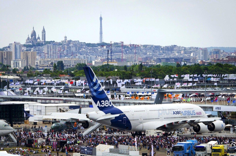 Der A380 – hier auf der Flugzeugmesse in Paris – ist derzeit das Sorgenkind bei Airbus. Der Trend geht stärker hin zu kleineren Flugzeugen.