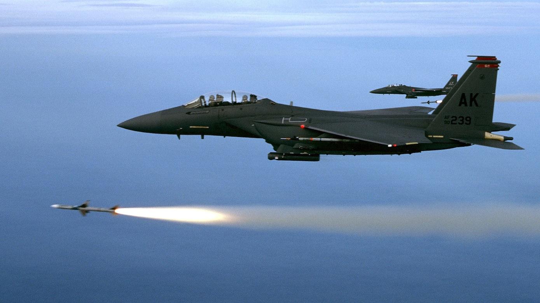 F15 von Boeing: Der US-Konzerns setzte im vergangenen Jahr allein mit Rüstungsprodukten29,5 Milliarden Dollar um, deutlich mehr als doppelt so viel wie Airbus.
