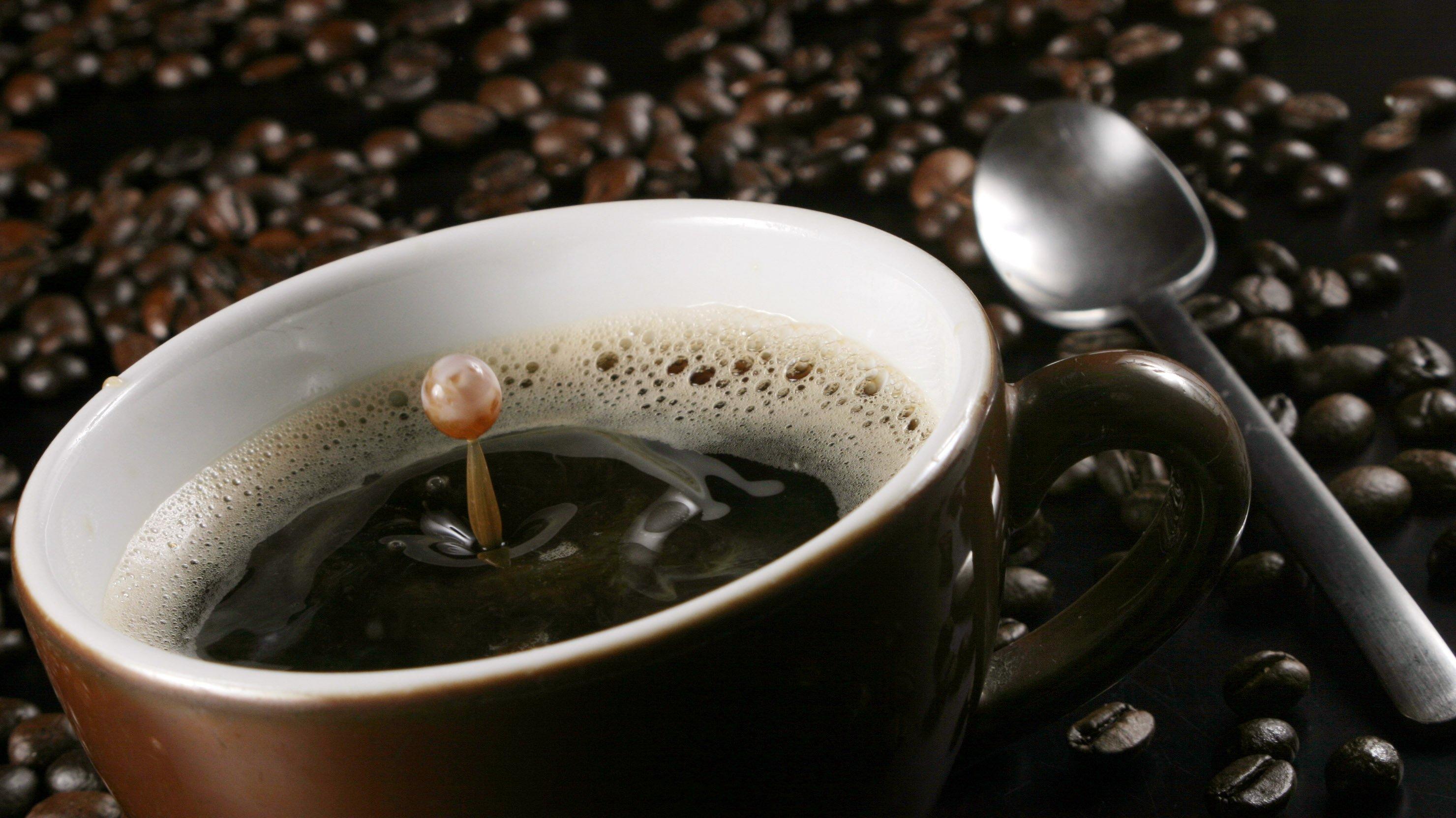 Kaffee ist gesund und wirkt gegen Herzinfarkte, Diabetes, Depressionen, Tinnitus und Alzheimer. Und wach macht Kaffee auch noch.