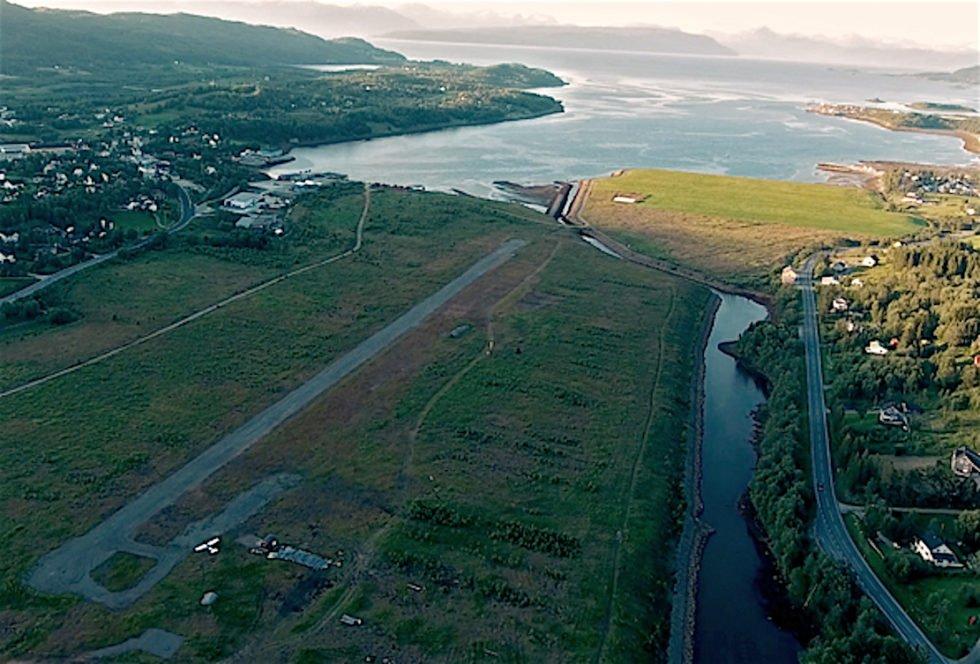Auf dem Grundstück im norwegischen Ballangen, auf dem Kolos sein Datencenter direkt am Ufer eines Fjordes baut, war bislang eine Stadt- und Landebahn für kleine Flugzeuge.