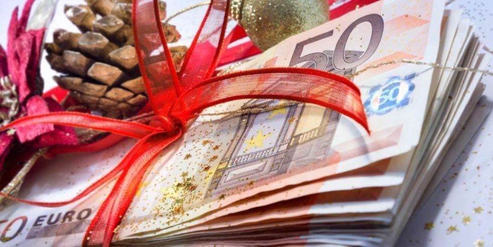 Weihnachtsgrüße und Geschenke: Ein kreativer Balanceakt.