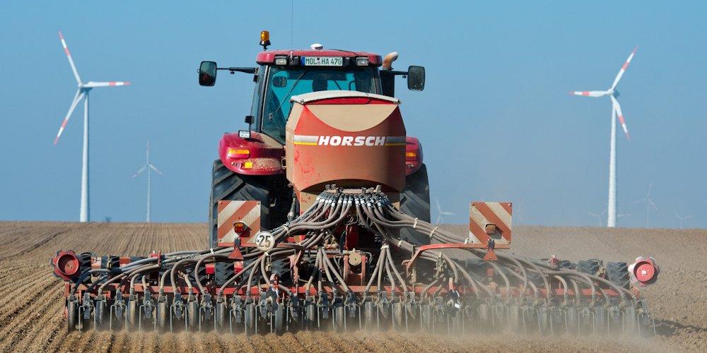Traktor auf dem Acker