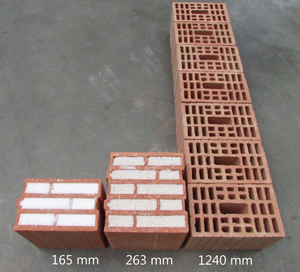 Um die selben Dämmwerte wie eine 165 mm dicke Mauer aus Aerobricks zu erreichen, muss eine Mauer aus Perlit-Ziegelsteinen 263 mm dick sein. Eine Mauer aus nicht-isolierenden Ziegelsteinen muss eine Stärke von 1240 mm erreichen.