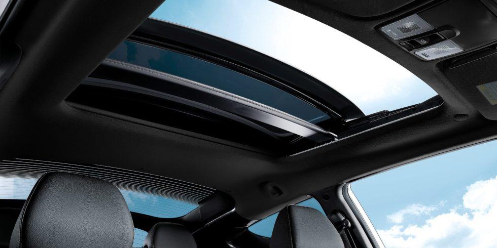 Der erste Airbag der Welt für das Panoramadach im Auto