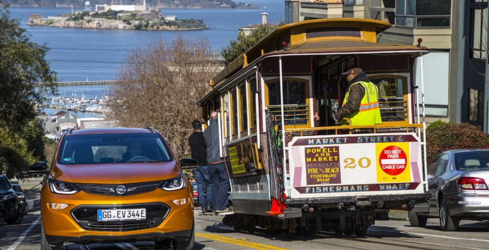 Elektroautos wie der Ampere-e von Opel sind so leise, dass ab 2019 künstliche Motorgeräusche Pflicht werden.