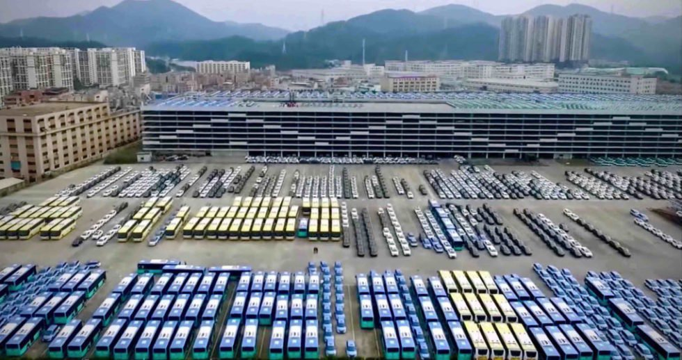 Beeindruckend: Über 16.000 Busse hat die Metropole Shenzhen auf Elektroantrieb umgerüstet – sowie Tausende von Taxen.