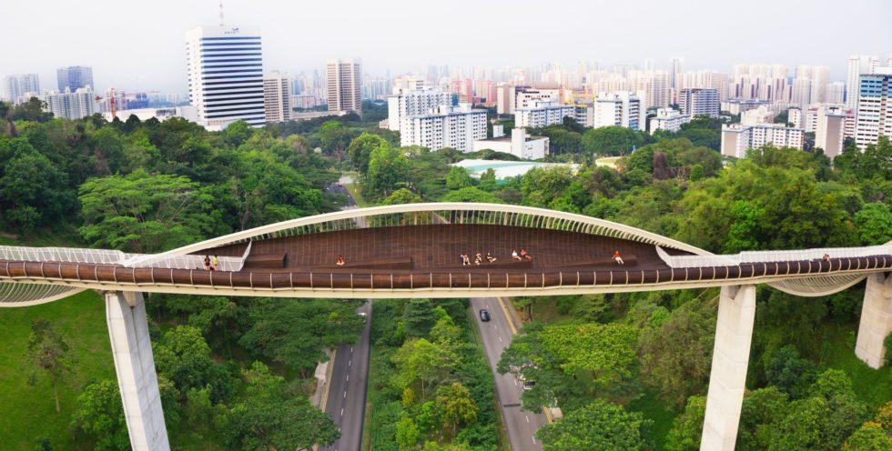 Die Henderson-Fußgängerbrücke in Singapur: Die Stadt hat jetzt den Fahrzeugbestand eingefroren. Wer ein Auto kaufen will, muss ein anderes abschaffen.