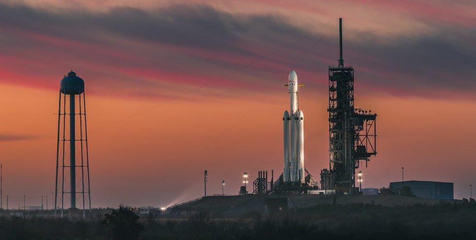 SpaceX-Rakete Falcon Heavy bringt roten Tesla ins All