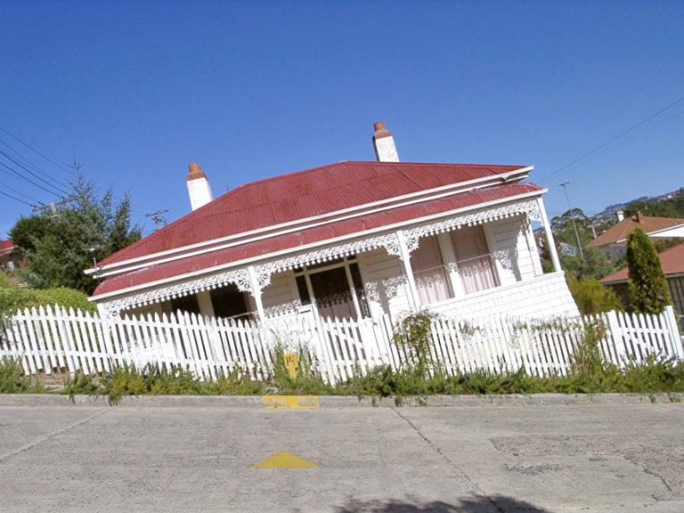 Die Baldwin Street ist so steil, dass angrenzende Häuser je nach Perspektive völli schief wirken. Foto: panthermedia.net/braumer