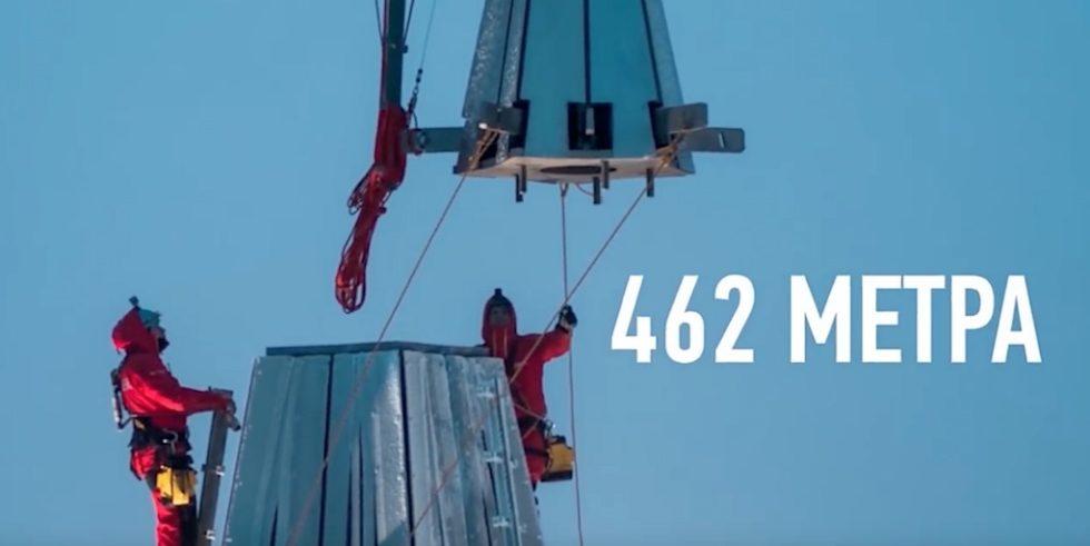 Im Januar 2018 bekam der Laktha-Turm seine Spitze. Damit ist er 462 m hoch.
