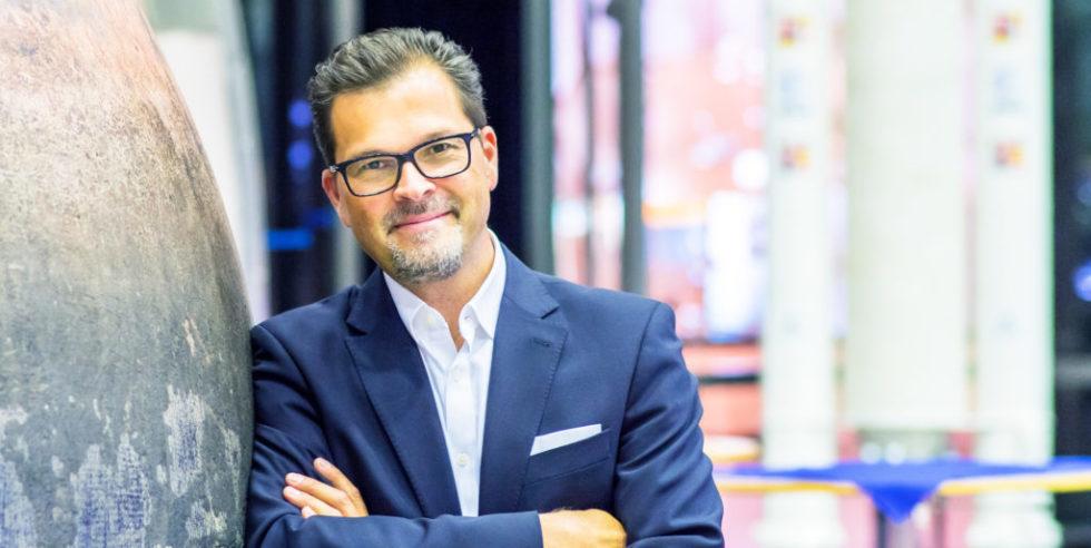 Frank M. Salzgeber ist Leiter des Technologietransfers bei der ESA, war mal Gründer und begann als Wirtschaftsingenieur.