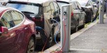 Elektroautos an Zapfsäule