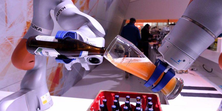 Künstliche Intelligenz kann weit mehr als Weißbier einschenken. Künstliche Intelligenz ist eines der Schwerpunktthemen der Hannover Messe.