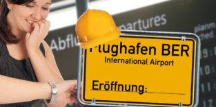 Verzweifelte Frau und Schild am BER Flughafen