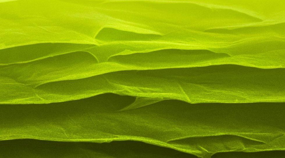 Falschfarbenaufnahme eines Graphenplatte unter dem Elektronenmikroskop: Forschern ist es gelungen, Graphenplatten herzustellen, die als Baustoff etwa für Flugzeuge dienen können.