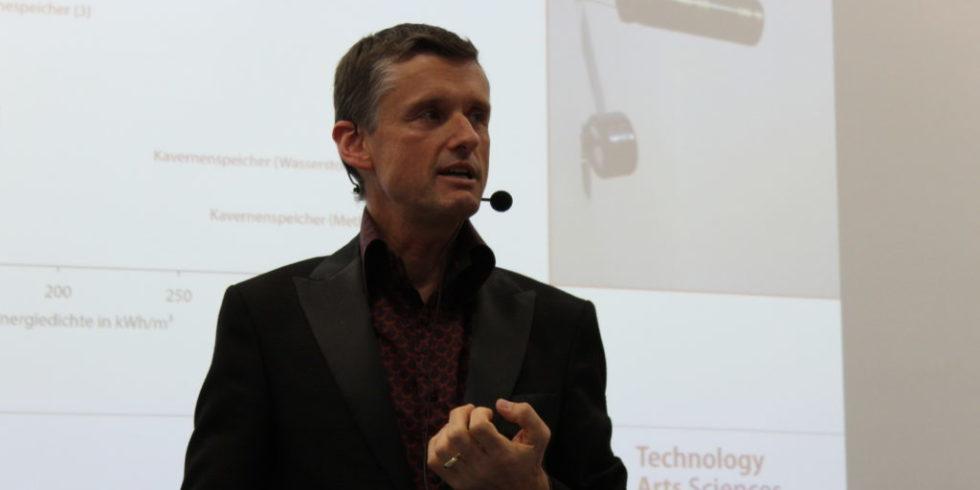 Ingo Stadler ist Leiter des Cologne Institute for Renewable Energy (Cire) an der TH Köln. Für ihn ist aus technischer Sicht das Speicherproblem gelöst, wenn alle Energiesektoren miteinander arbeiten und nicht getrennt voneinander sind.