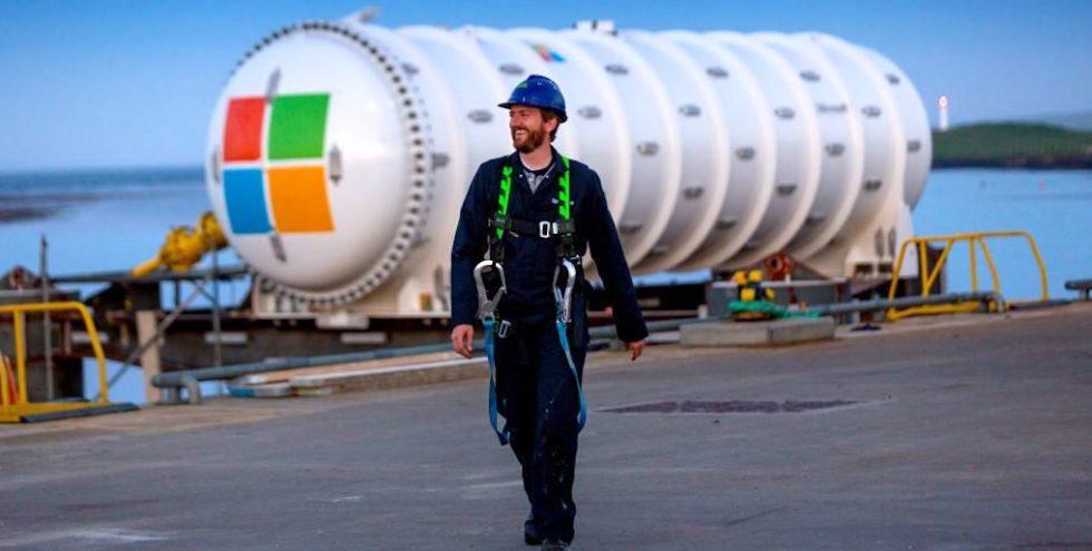Unterwasser-Rechenzentrum: In dem rund zwölf Meter langen wasserdichten  Zylinder befinden sich zwölf Serverracks mit 864 Servern, die einen Speicherplatz von 27,6 Petabytes für das Internet bereitstellen.