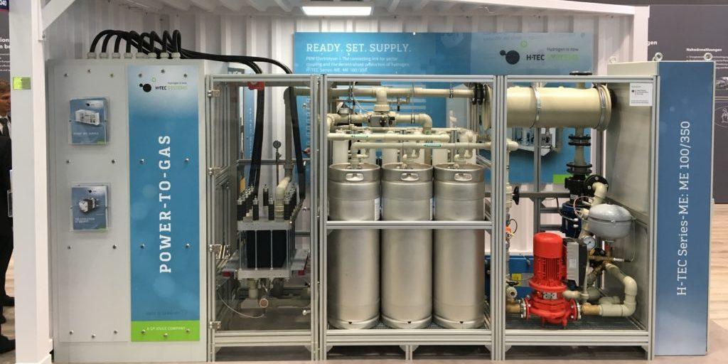 """Schon heute werden Power-to-Gas-Technologien als zukunftsfähige Energiespeichertechniken angeboten, so auf der Messe """"The smarter E"""" letzte Woche in München."""