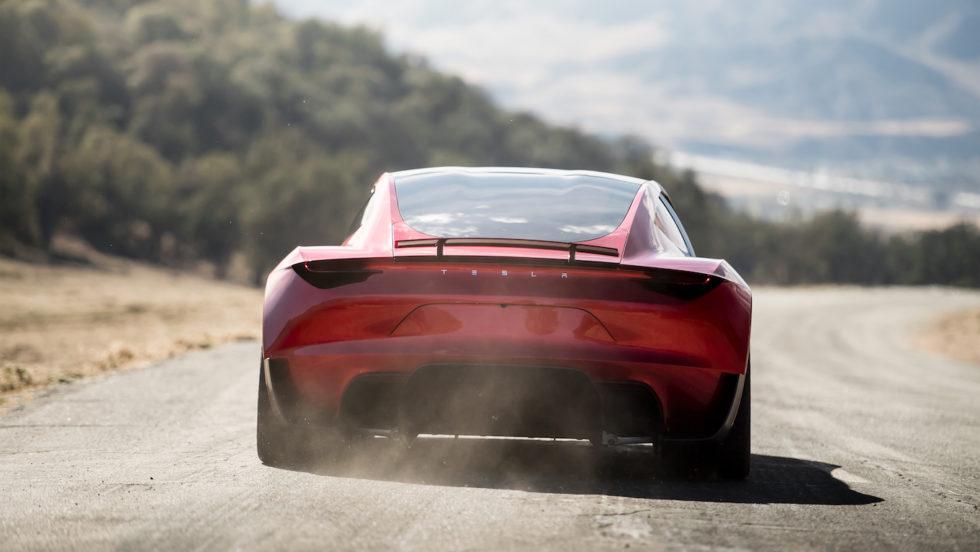 Liegt satt auf der Straße: der Tesla Roadster. Er soll 400 km/h schnell sein.