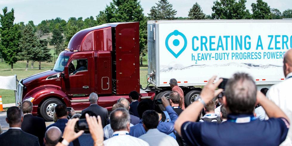 """Toyotas """"Beta""""-Truck schafft 480 Kilometer mit nur einer Tankfüllung."""