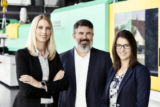 Das ARBURG Recruiting Team: Leiter Leslie-Oliver Clauer mit Britta Strobel (l.) und Dorine Burghard.