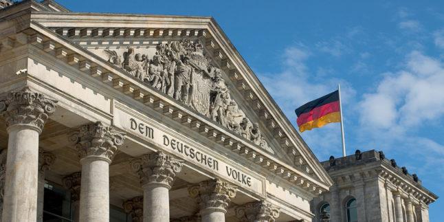 Das Reichstagsgebäude in einer Nahaufnahme