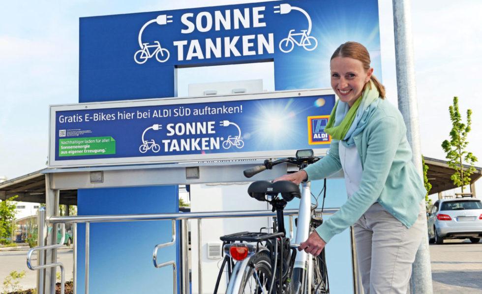 Aldi Süd baut enges Netz von Ladesstationen entlang der Autobahnen