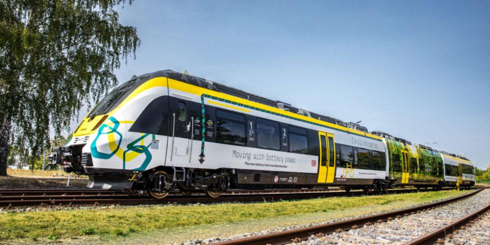 Zug auf Strecke ohne Oberleitungen