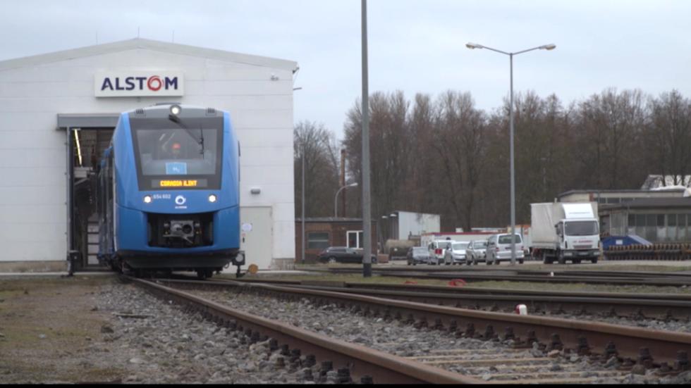 Der weltweit erste Wasserstoff-Zug fährt im regulären Linienbetrieb