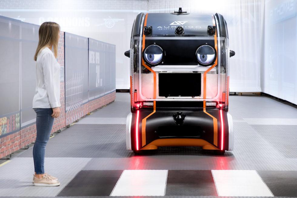 Du kannst gehen: Zwischen Fußgängern und autonom fahrenden Autos will Jaguar Land Rover Augenkontakte ermöglichen, die Vertrauen aufbauen sollen.