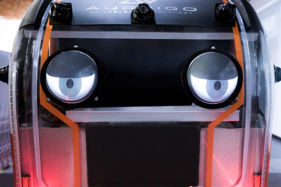 Test mit Displays, die wie Augen ausschauen: Sie signalisieren Fußgängern und Radfahrern, dass sie vom Auto erfasst wurden.
