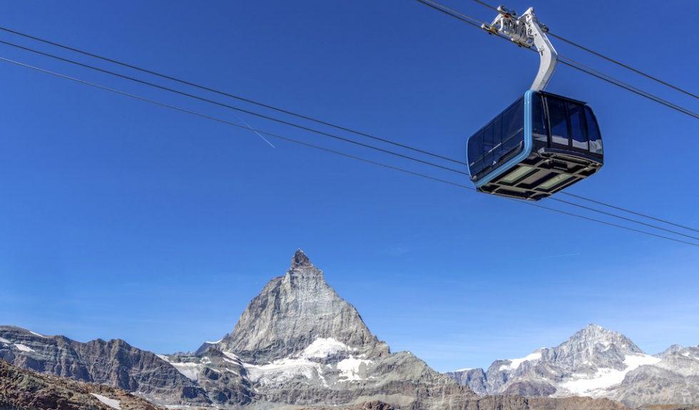 Höchste Seilbahn Europas fährt mit glasigem Boden zum Klein Matterhorn