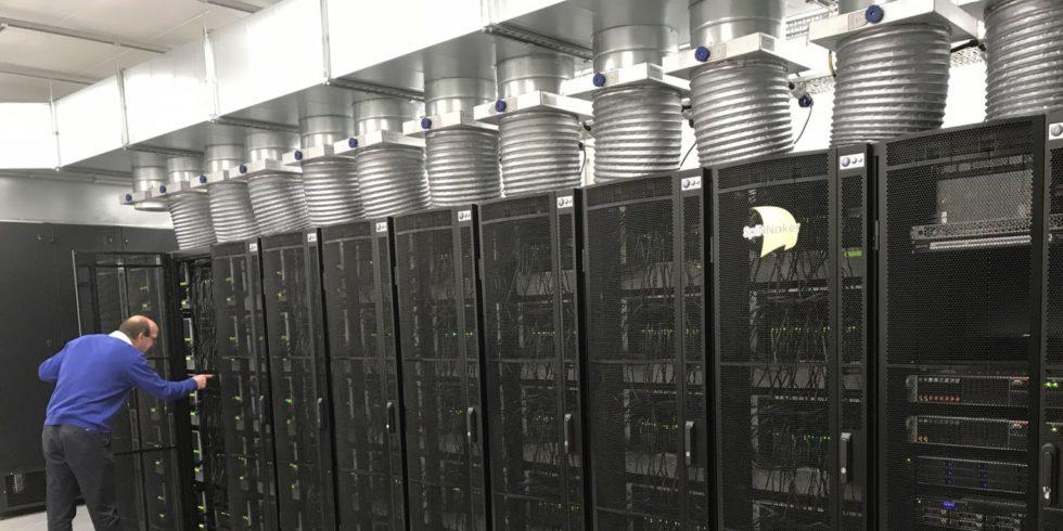 """Das Foto zeigt den Supercomputer """"SpiNNaker"""""""