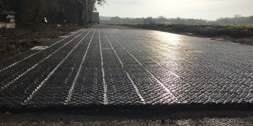 Solarmodule im Morgenlicht