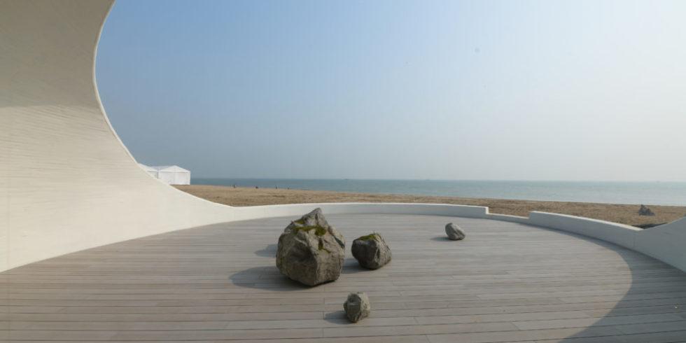 Blick aus dem Museum auf den Strand