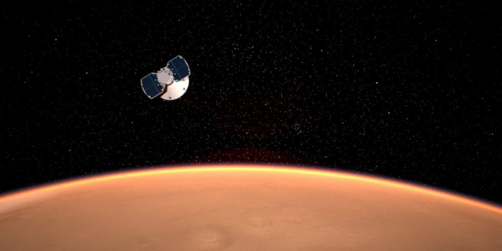 """Aufnahme des Marslanders """"Insight"""", der sich der Marsoberfläche nähert."""