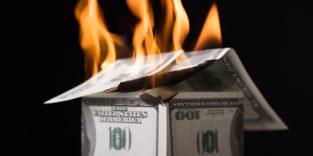 Brennendes Haus aus Dollarscheinen