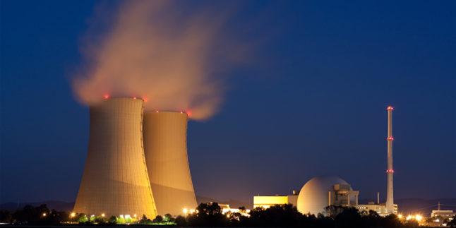 Man sieht das Kernkraftwerk Grohnde bei Hameln in Niedersachsen.