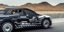 Audi E-tron auf einer Teststrecke in der Wüste Nevadas