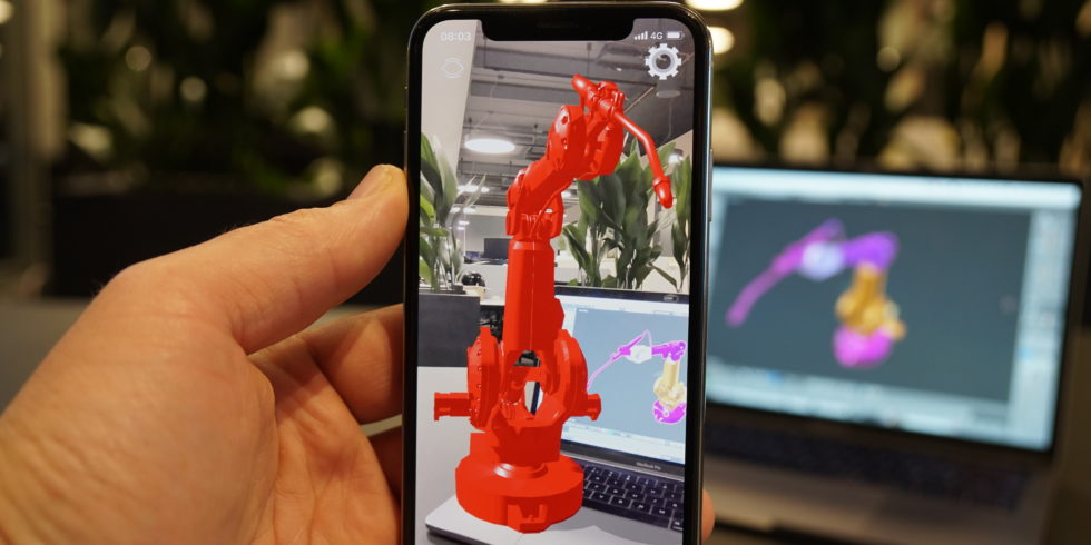 Roboter erscheint als 3D-Modell auf dem Schreibtisch