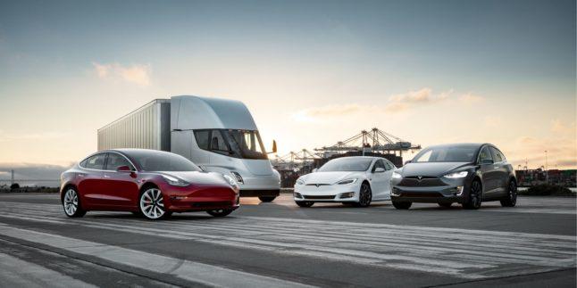 Die Tesla-Flotte mit den Autos Model S, Model E und Model X sowie dem E-Truck Tesla Semi