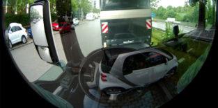 Neuer Abbiegeassistent für Lkw durch Virtual-Reality-Brillen