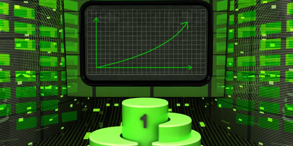 aufsteigender Graph und ein Siegertreppchen symbolisieren Gewinne an der Börse
