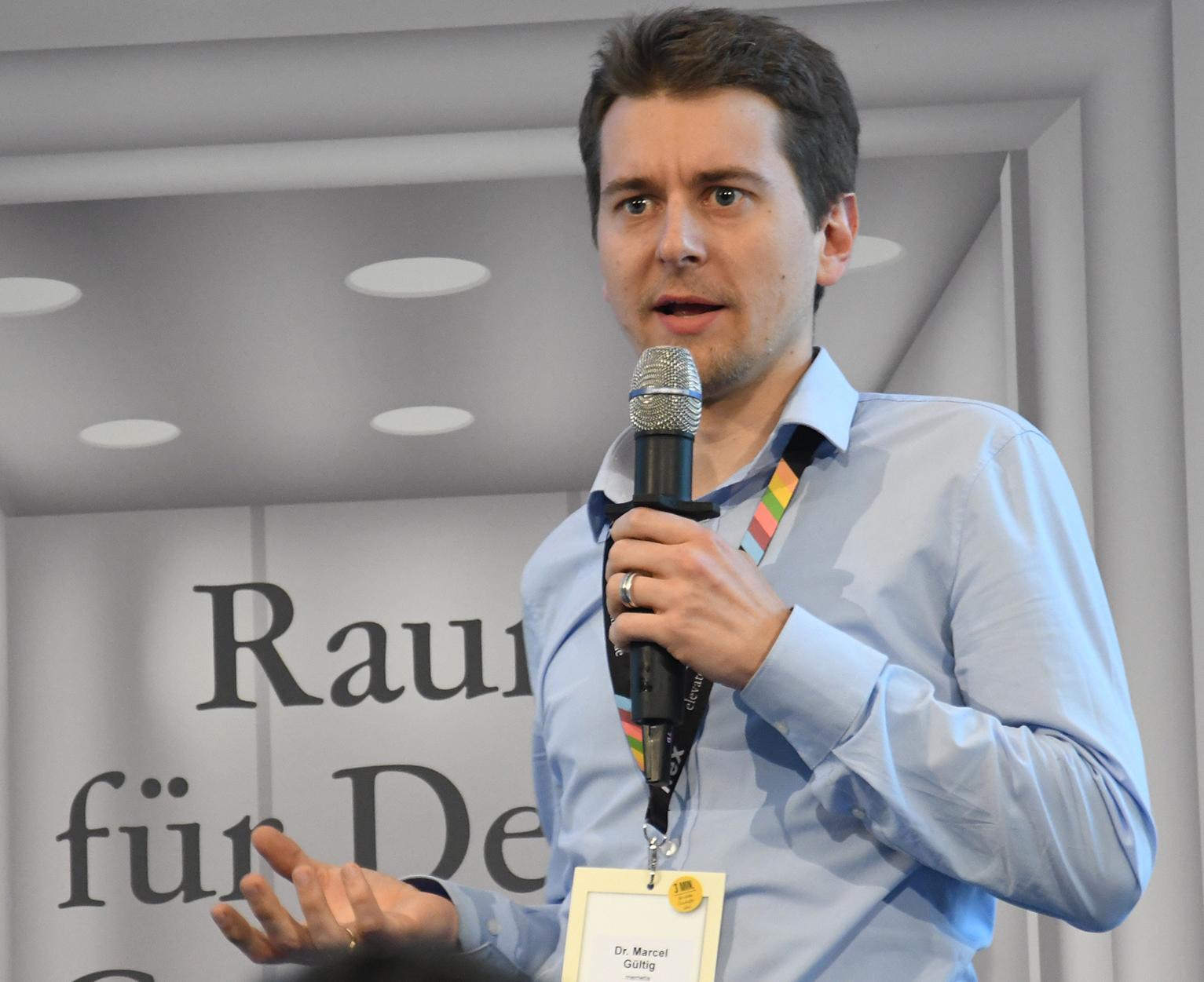 """Bild 5: Dr. Marcel Gültig, technischer Experte bei Memetis: """"Wer als Entwicklungsleiter nur auf das Althergebrachte setzt und dieses zum x-ten Mal optimiert oder mit einem neuen Farbanstrich versieht, der vergibt die Chancen, die in der smarten Aktorik unter Verwendung von Formgedächtniselementen stecken."""" (Bild: Elevator Pitch BW)"""