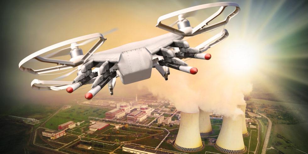Drohne über einem Kernkraftwerk